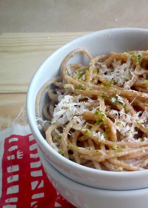 Espaguete na manteiga de alho limao e parmesao 2