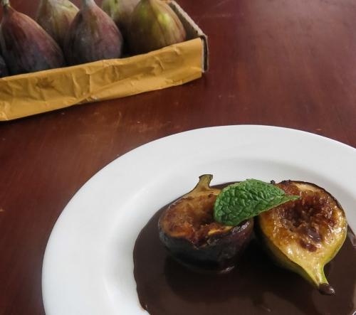 figos grelhados com calda de chocolate-3