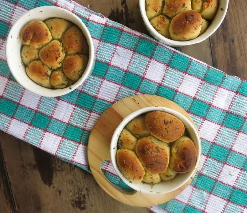 paezinhos grudados com manteiga de ervas-5